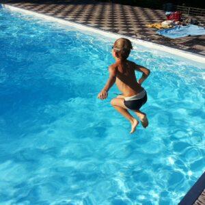 Seis consejos para evitar ahogamientos de niños en piscinas y playas